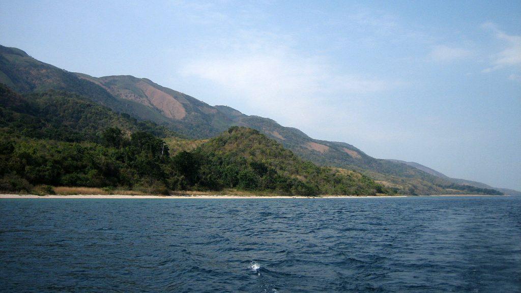 hồ lớn thứ 6 hành tinh là hồ Tanganyika