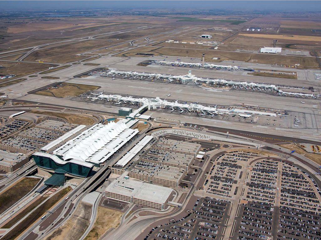 Sân bay quốc tế Denver lớn thứ 2 thế giới